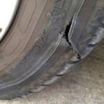 パンクした時に交換するべき車のタイヤの見分け方をご紹介!