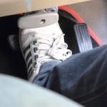 運転しやすい靴は?サンダルやスニーカー、スリッポンなどおすすめな靴をご紹介!