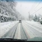 雪道の運転で注意する点や便利なグッズのご紹介!