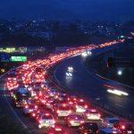 渋滞の原因はなぜ?先頭は何してるのか、自然渋滞が起こるメカニズムは?