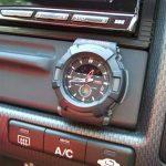 車の時計のおすすめは?後付けできるアナログや電波時計などをご紹介!