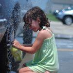 雨の日の洗車のメリットとデメリット!洗い方や拭き取りの仕方とは?
